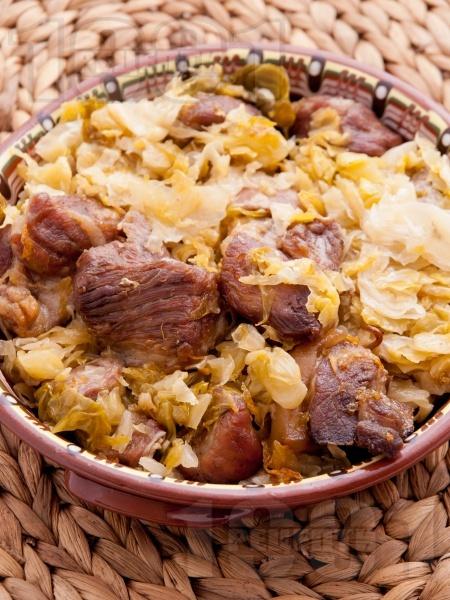 Свинско месо с кисело зеле на фурна - снимка на рецептата